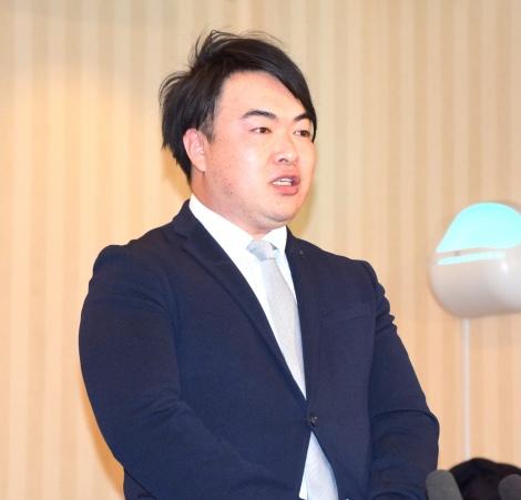 File:OkadaTsuyoshi-Presscon.jpg